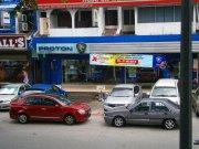 samochody na parkingu